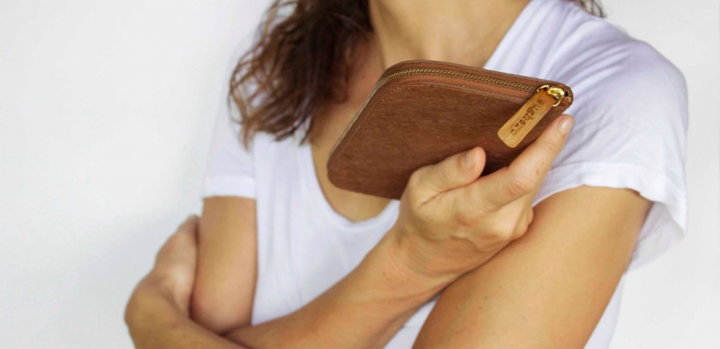 esther_holding_wallet
